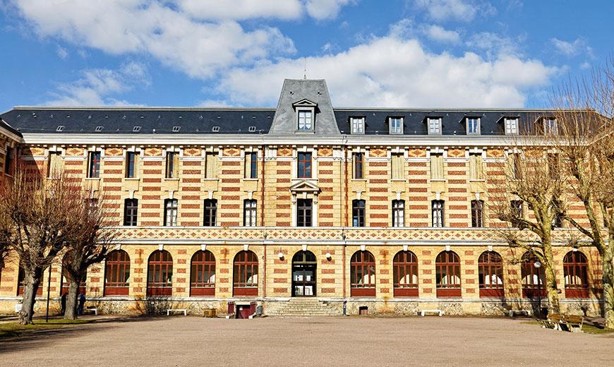 devanture du bâtiment du campus d'Evreux