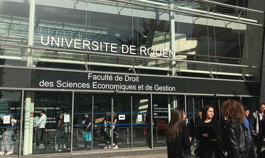 devanture de la faculté du campus Pasteur